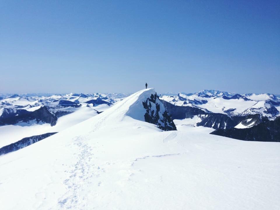 Kristians on the smaller summit right before the Glittertind main summit